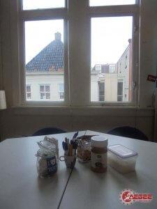 Casual 'koffie material' voor een raam